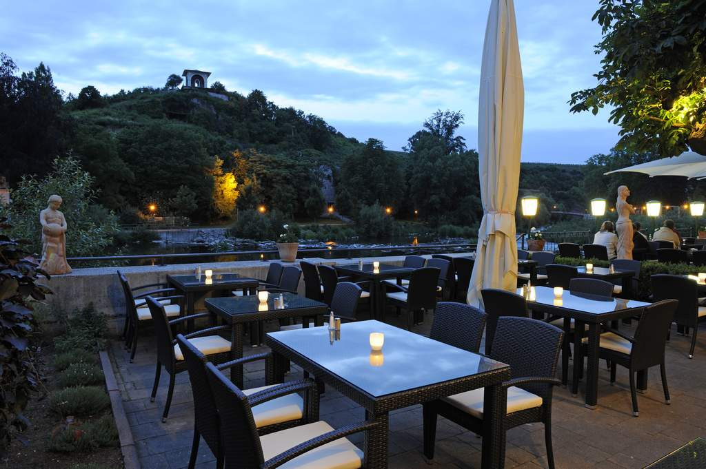 terrasse ristorante bella vista in bad kreuznach. Black Bedroom Furniture Sets. Home Design Ideas